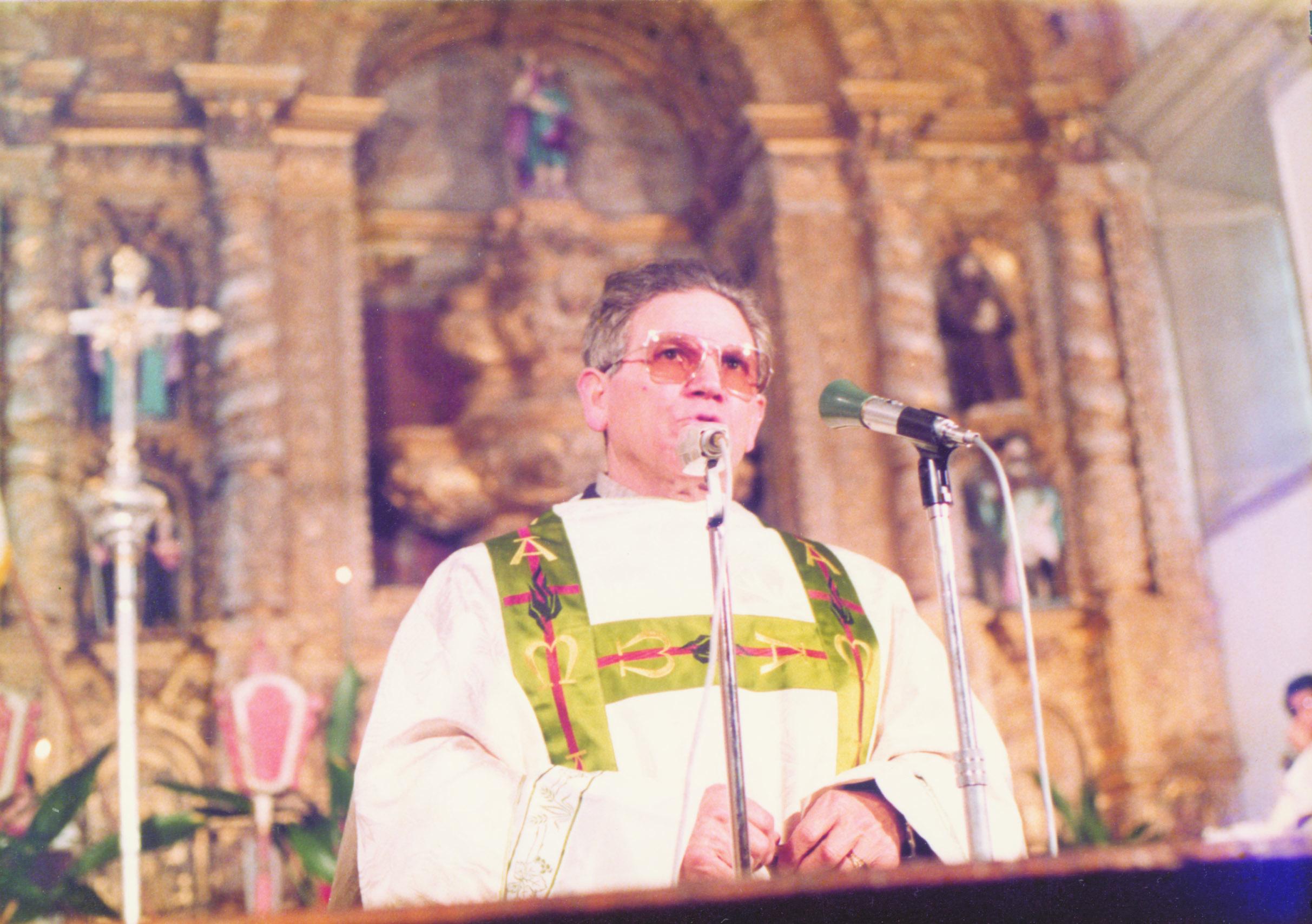 Padre António Maria Mourinho na Festa da Vila Chã da Ribeira, em 1979